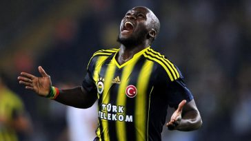 Fenerbahces' Moussa Sow celebrates after scoring a goal during an UEFA Champions League third qualifying round second leg football match between Fenerbahce and Salzburg at Sukru Saracoglu Stadium in Istanbul on August 6, 2013. AFP PHOTO / OZAN KOSE        (Photo credit should read OZAN KOSE/AFP/Getty Images)